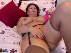 Mature Amateur Plays With Her Moist Slot